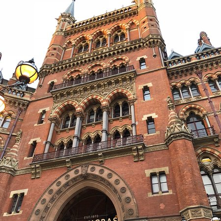 St. Pancras Renaissance Hotel London: photo2.jpg