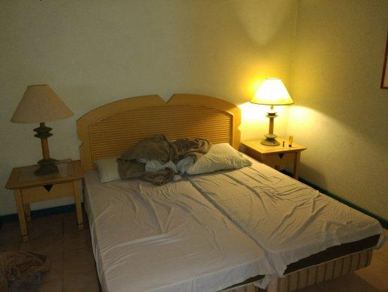Seabreeze Apartments: 1 bedroom apartment bedroom area