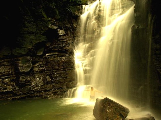 Cotococha Amazon Lodge: A hike to the Las Latas waterfall is one of our guests' favorite activities