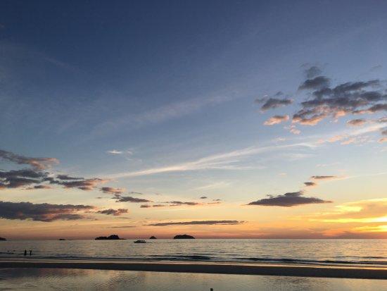 plaża przy zachodzie słońca
