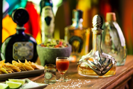 La Joya : Latin chic comes to life with vibrant entertainment throughout dinner, hand-rolled cigars and ta