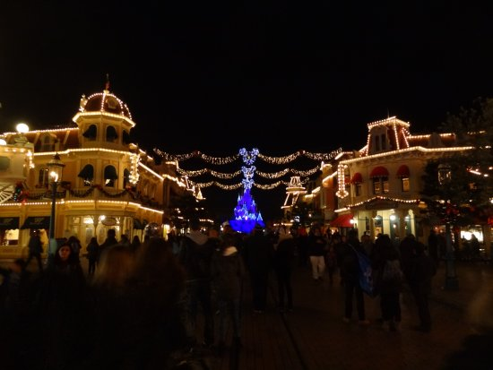 Disneyland Paris Main Street Christmas lights