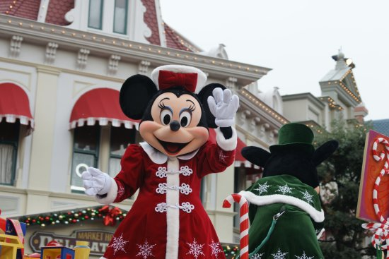 Christmas Minnie Mouse Disneyland.Disneyland Paris Christmas Parade Goofy Picture Of