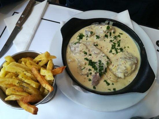 Linda-a-Velha, البرتغال: Bife com molho de mostarda