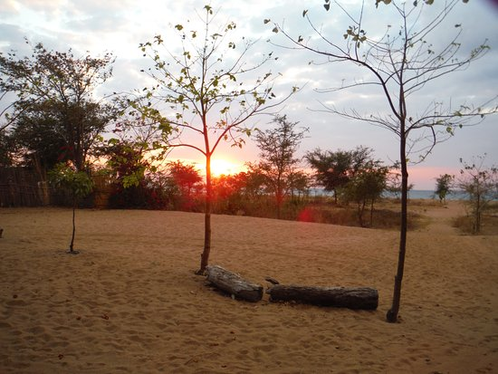 Chitimba, Malawi: Sunrise at Hakuna Matata Camp