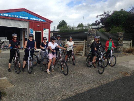 Kaikohe, Nueva Zelanda: Friends heading out from base.