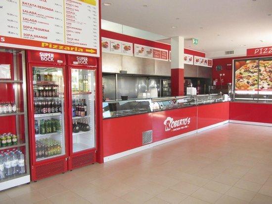 Robertos Chicken Piri-Piri: Restaurant main room and bar self service