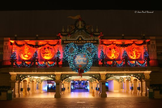 Christmas lights Disneyland Paris entrance