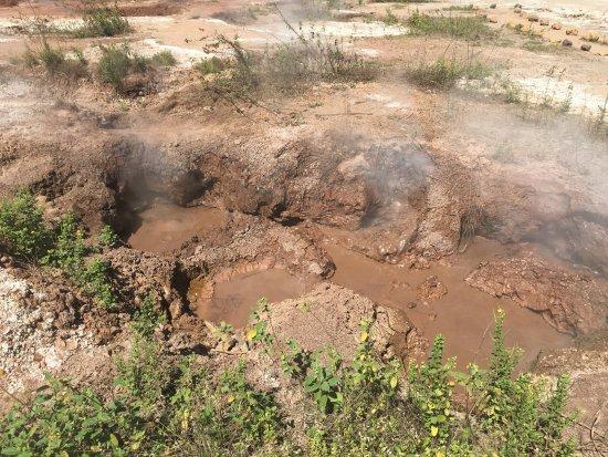 Hervideros de San Jacinto: Este é um dos hervideros. A lama vulcânica se movimenta.