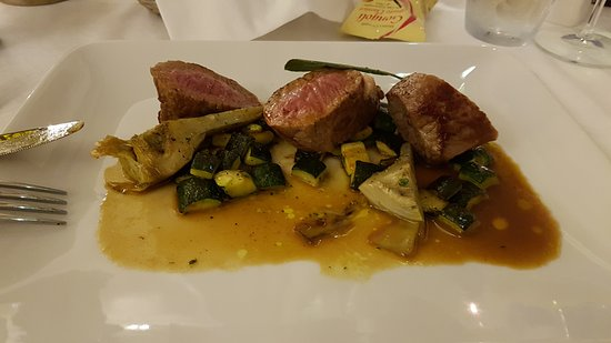 Essentiale : lamb cutlets and artichoke
