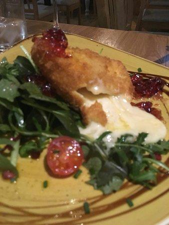 Drogheda, Ireland: Oozey deep fried brie...DELICIOUS