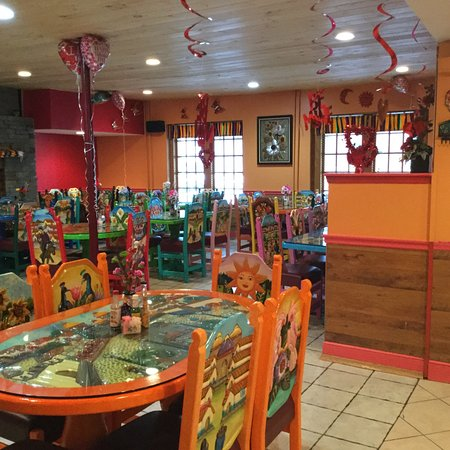 Tlacuani Mexican Restaurant Bar & Grill: Dining interior