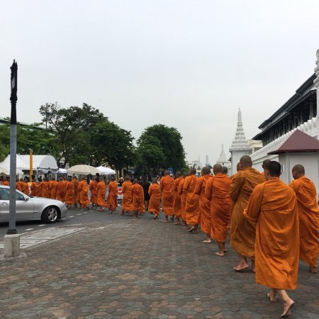 how to go to grand palace bangkok