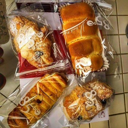 85 Degrees Bakery Cafe: photo1.jpg