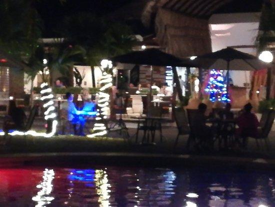 Hotel Villas Playa Samara: Cenando con música en vivo.