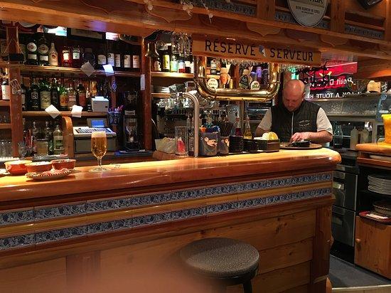 restaurant bar les berges chez leo dans huez avec cuisine fran aise. Black Bedroom Furniture Sets. Home Design Ideas