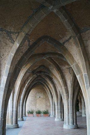 Villa Cimbrone Gardens: Nice arches