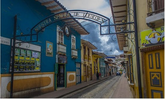 Loja, Équateur : A street traveled by a town that reached freedom, however now .. I can feel the fervor of that t