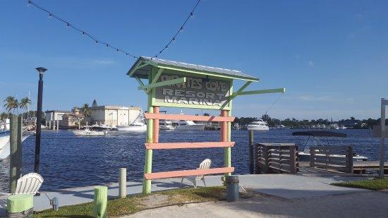 Pirate's Cove Resort and Marina: Signage