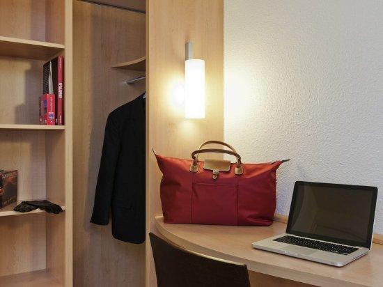 Ibis Lille Centre Gares: Guest room