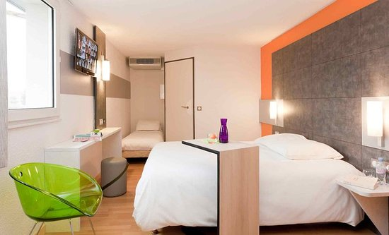 Ibis Styles Brive Ouest: Guest room