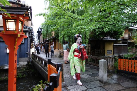 Private Tour: Kyoto Photoshoot and...