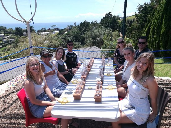 Isla Waiheke, Nueva Zelanda: The tasting table at Casita Miro.