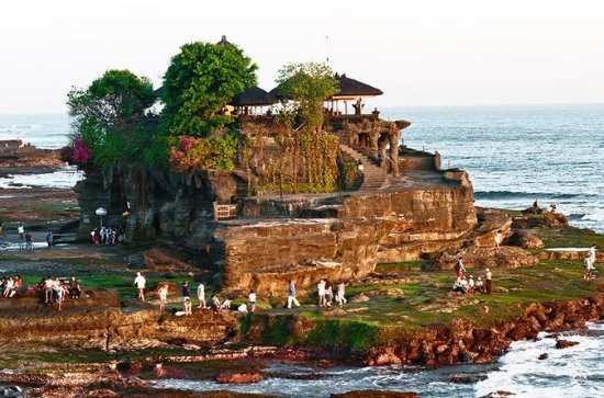 Hermoso atardecer en Tanah Lot Tour