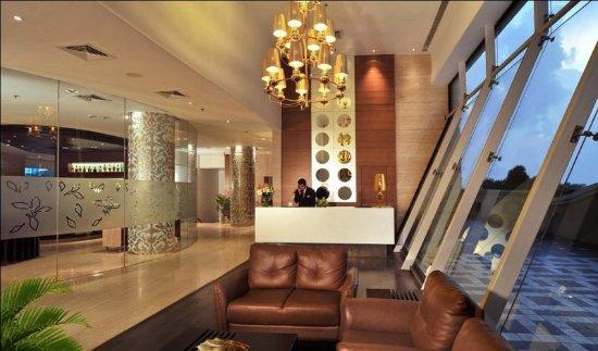 MAJESTIC COURT SAROVAR PORTICO (Navi Mumbai) - Hotel Reviews