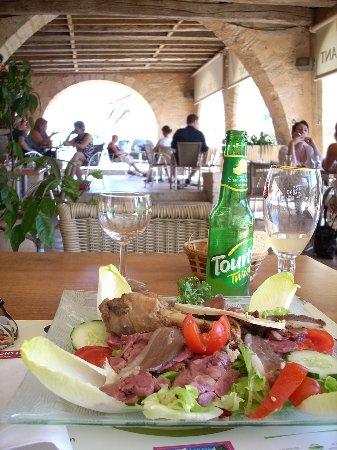 Sauveterre-De-Guyenne, Frankrike: La Salade Landaise