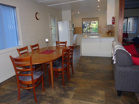 Sisters Beach, Αυστραλία: Banksia Cottage at Eagles Rise has been upgraded and now has a larger kitchen.