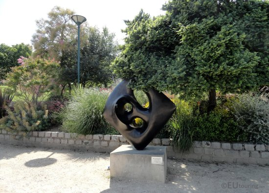 Here you can see just some of the hidden sculptures within for Jardin tino rossi