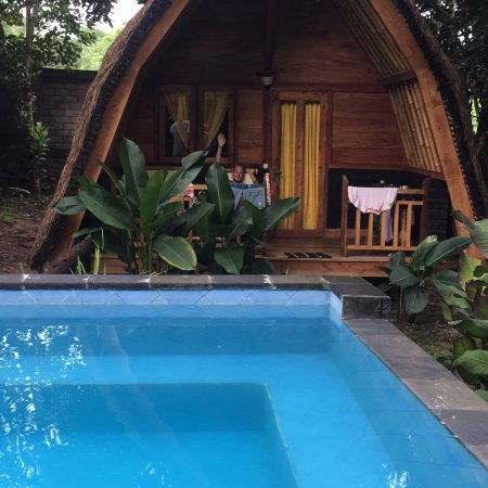Lovely bungalows, tasteful breakfast, friendly people.