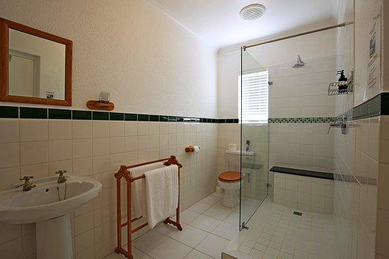 Rondebosch, South Africa: Canterbury and Shaftsbury Bathroom