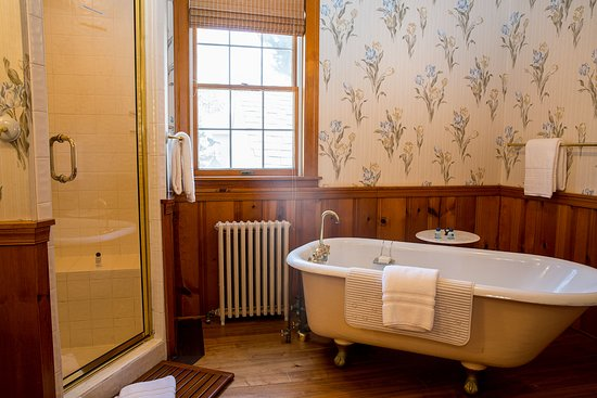 Oxford, MD: Deluxe Waterfront Suite Luxury Bathroom