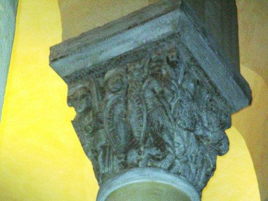 Basilique Notre-Dame-du-Port: Chapiteau