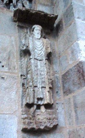 Basilique Notre-Dame-du-Port: Porte latérale, st Jean Baptiste (réemploi du XIème)