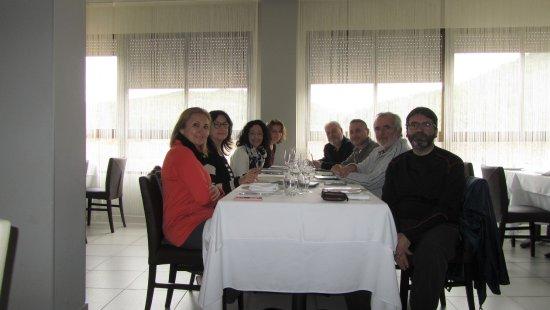 Gaibiel, Spania: Justo antes de empezar a comer, fuimos los primeros en entrar, luego se llenó, mejor reservar an