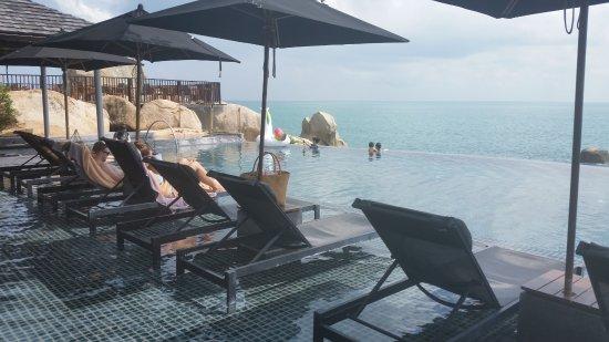 Silavadee Pool Spa Resort: Infinity pool overlooking the Gulf of Thailand