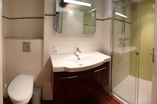 Sainte-Genevieve, Francja: salle de bain rouge