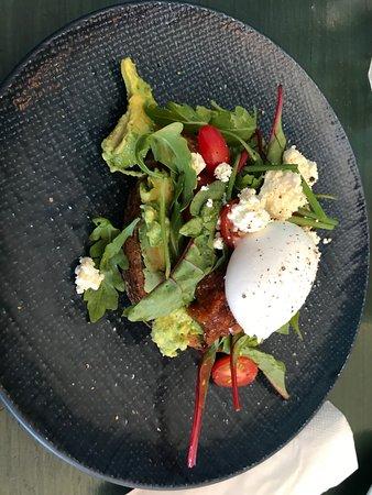 Innaloo, Australien: breakfast smashed avocado $12.50