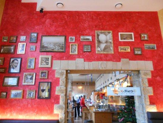 Besitos Mainz: 店内です(入口を入って右手にあるテーブル席のエリア)