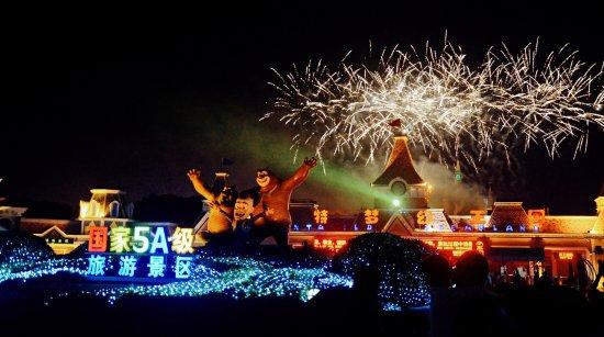 Wuhu, Kina: 烟花:方特梦幻王国每到夜场开放之日,必看项目烟花表演,火树银花,璀璨夺目!