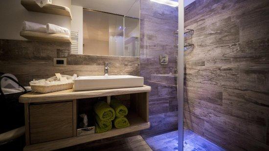 Bagno completo doccia, wc, bidet e lavabo - Picture of Hotel Garni ...
