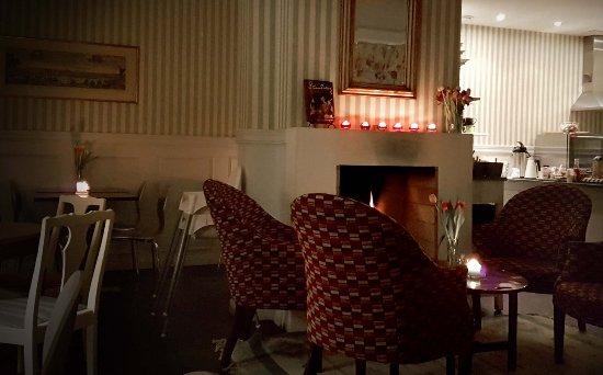 August Strindberg Hotell: Cozy atmosphere in the breakfastroom.