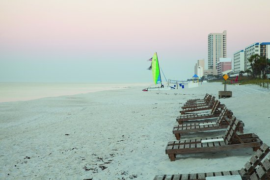 Holiday Inn Club Vacations Panama City Beach Resort: Enjoy a gulf sunset right on the beach