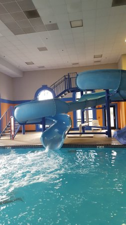Howard Johnson by Wyndham Billings: Loved the pool and the slide is great!