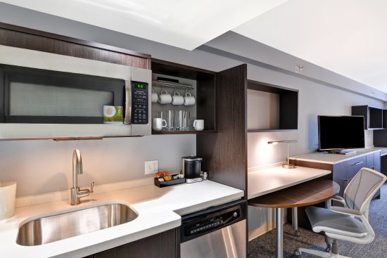 Home2 Suites by Hilton Miramar Ft. Lauderdale: Guest Suite Kitchen Area