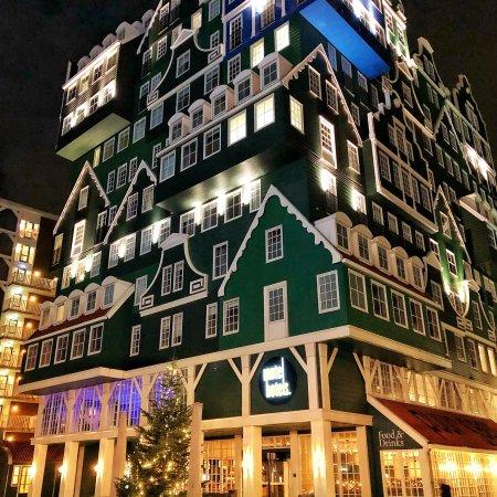 駅からすぐ、駅も街も一体となった可愛いホテル
