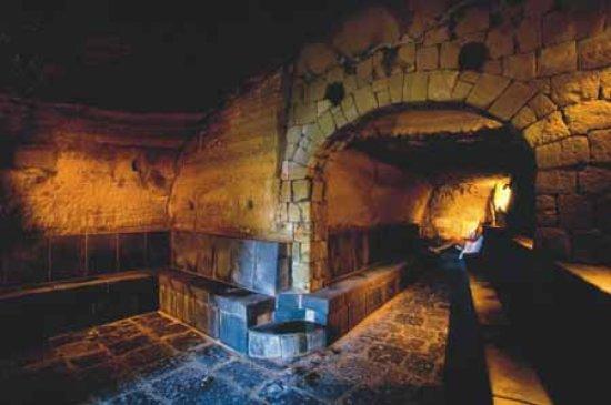 Bagno Giapponese Terme Ischia : Sauna romana un bagno turco naturale scavato nel tufo ed